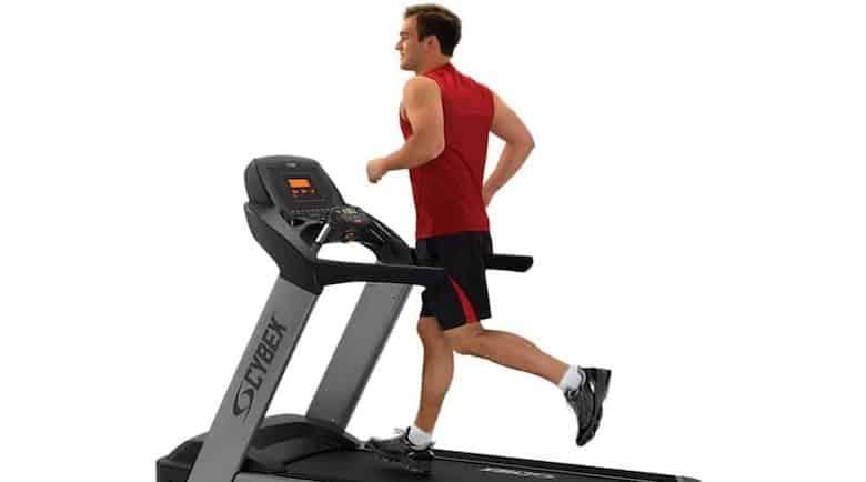 allenamento di bruciare i grassi con riscaldamento cardio